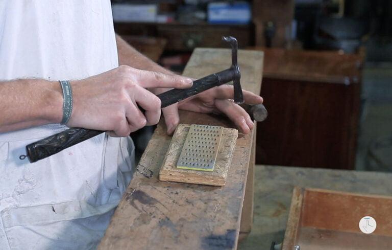 Formation restaurer meuble bois - Conversion d'un ciseau à bois en racloir