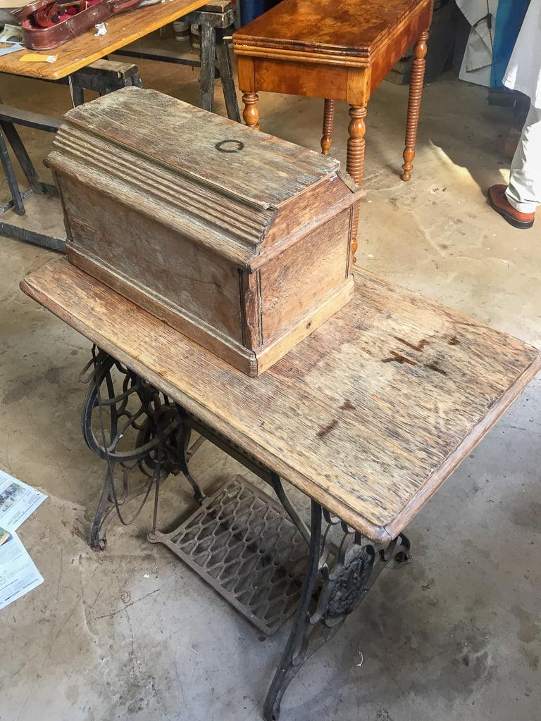 Machine à coudre Singer entre-deux-guerres avant restauration